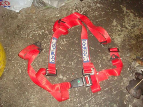 SPARCO RED 3 POINT HARNESS
